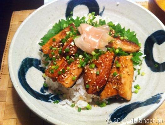 秋刀魚蒲焼丼01