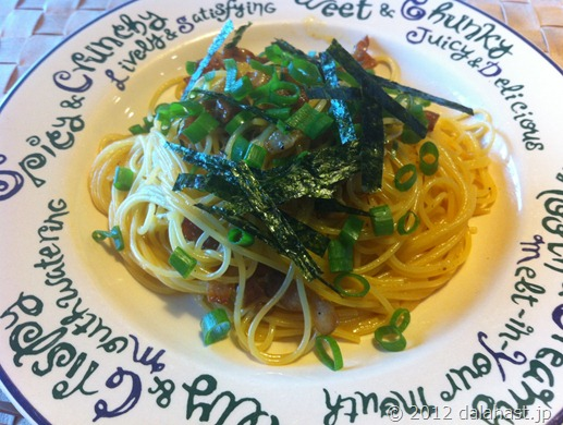 麺つゆと塩麹の和風カルボナーラのレシピ (燻製ベーコン活用①)