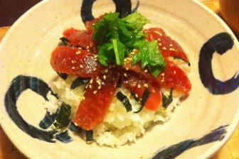 塩麹のマグロ漬丼と春キャベツ・ひき割り納豆の味噌汁のレシピ