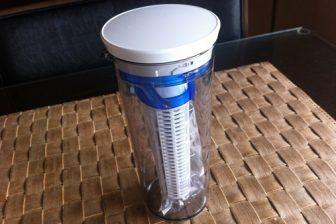 携帯できる浄水器クリンスイタンブラーで水道水をそのまま飲む