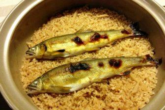 土鍋で炊く、天然鮎飯を食らう