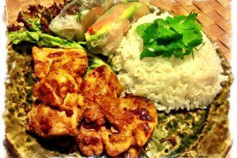 鶏肉のサテソース焼きでエスニックワンプレート