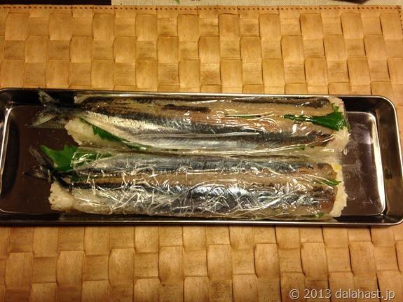 秋刀魚棒寿司冷やす前