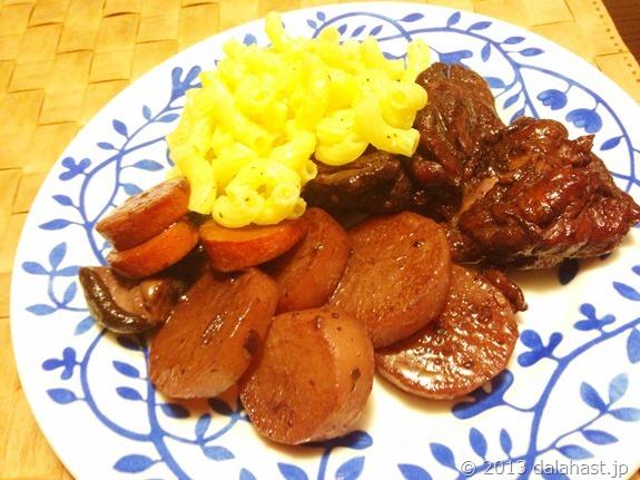 鶏もも肉の赤ワイン煮とチーズマカロニ