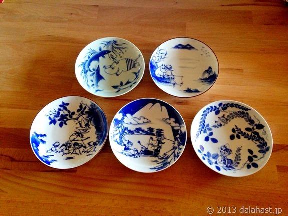 ムーミンの世界観を藍色染付で描いた有田焼の絵皿を購入