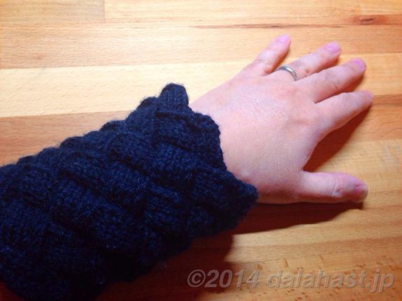 白樺編みのリストウォーマー
