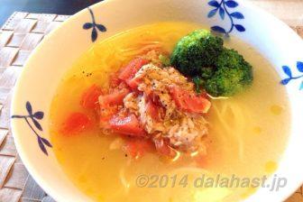 日清ラ王塩でつくる 鶏胸肉スープが濃厚なイタリアン風トマトツナ塩ラーメン