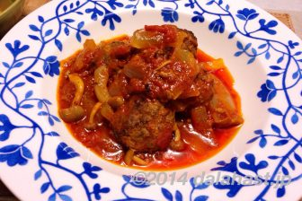 タジン鍋でミートボールのトマトソース煮(ケフタタジン)
