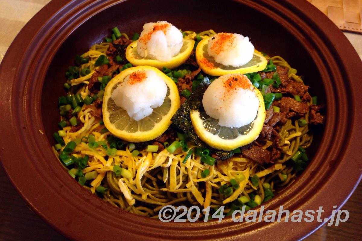タジン鍋で瓦そばに挑戦 レモンと大根おろしが甘めの牛肉に絶妙にマッチ