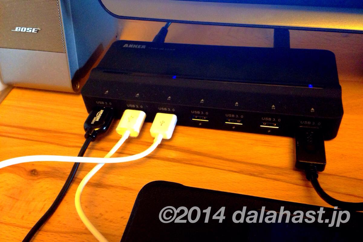 机上をすっきり!USB3.0ポートで高速データ転送も可能な充電ステーション