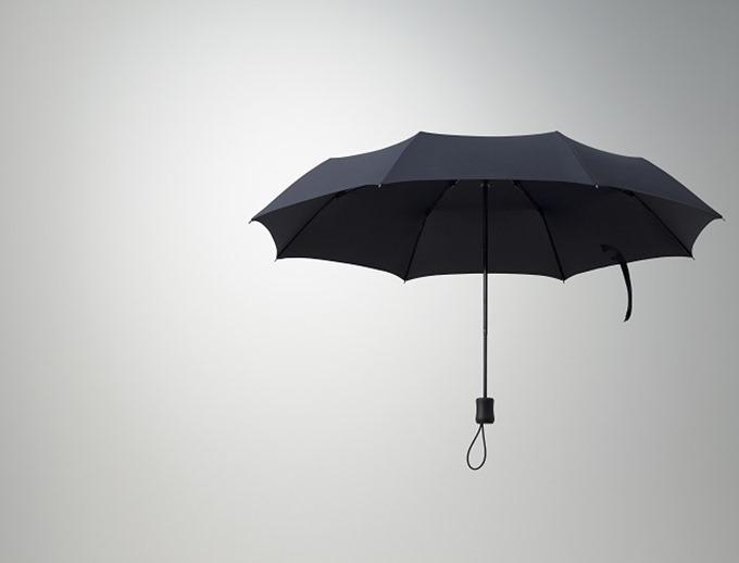 雨にも負けず、暴風雨にも負けない、ユニクロの回転する折り畳み傘はオススメ