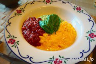 バジルライスでつくる洋食屋のオムライス with ミートソース オニオンスープを添えて