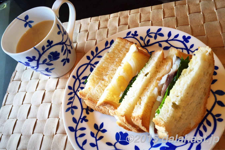 究極のしめ鯖サンドを作ってみた。ほうじ茶ラテでいただく休日ブランチにオススメ