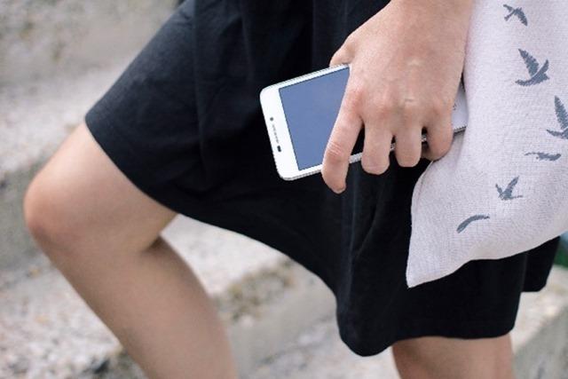 【解決】iPhoneの画面が浮いている=バッテリー熱膨張で無償交換しました