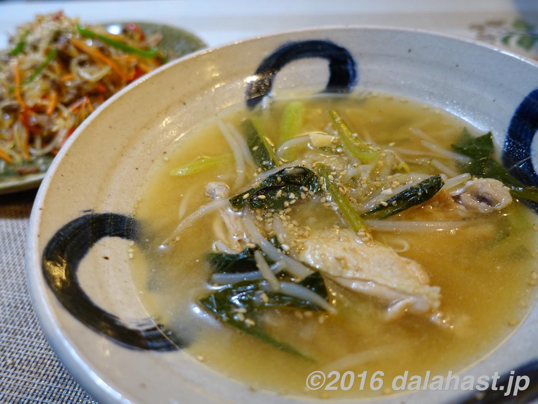 鳥手羽先の味噌スープ
