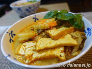 【レシピ】エビと厚揚げのシンガポールラクサ風 陳健太郎さん スパイスの効いたココナッツエスニック麺