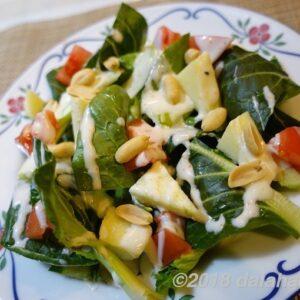 【レシピ】 七味ヨーグルトドレッシングの減塩サラダ シャキシャキ小松菜を堪能できる旬のサラダ